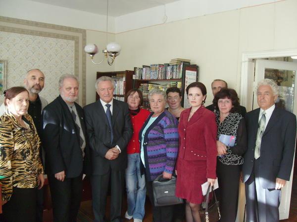 Анатолий Парпара и поэт Валентин Орлов на встрече с поэтами в библиотеке